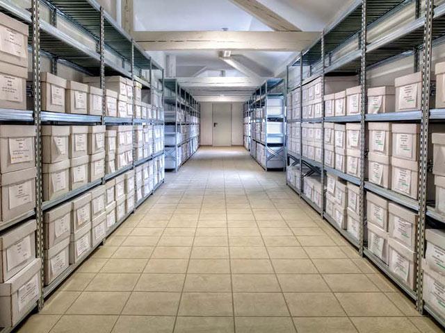 realizzazione scaffalature metalliche per uffici e negozi