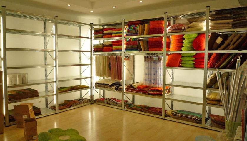 scaffali negozi abbigliamento