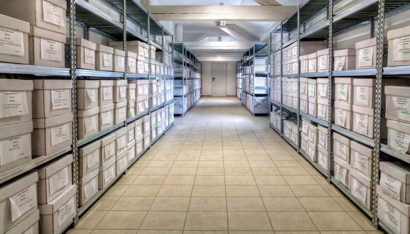 Scaffali per archivio e arredamento ufficio scaffalature for Mobili e scaffalature per ufficio