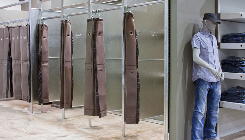 camerini e scaffalature negozi abbigliamento