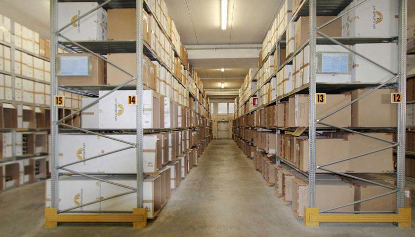 scaffalature per archivio in magazzino