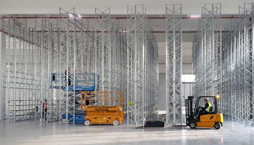 scaffalature metalliche per la logistica di magazzino