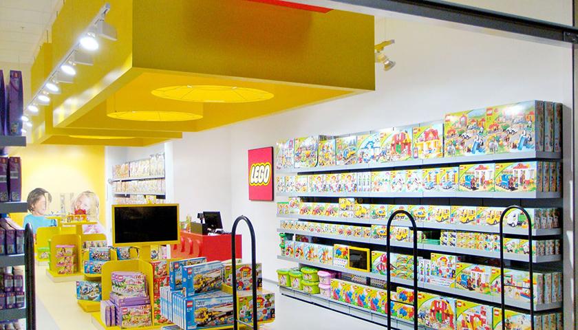 scaffali negozio giocattoli