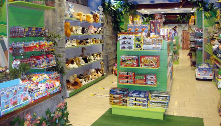 scaffalature negozio giocattoli prima infanzia