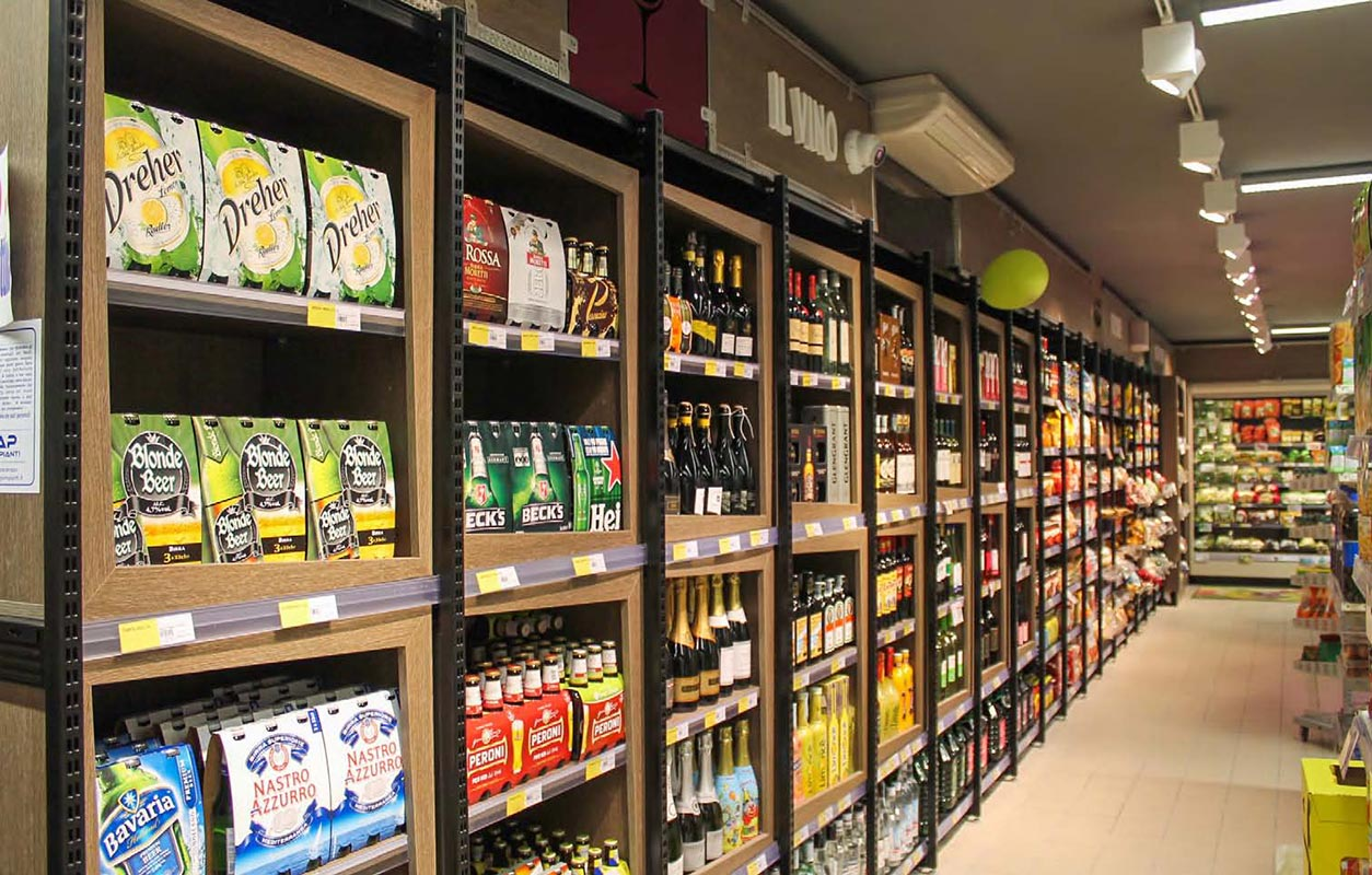 Scaffali per supermercati allestire punto vendita con soluzioni