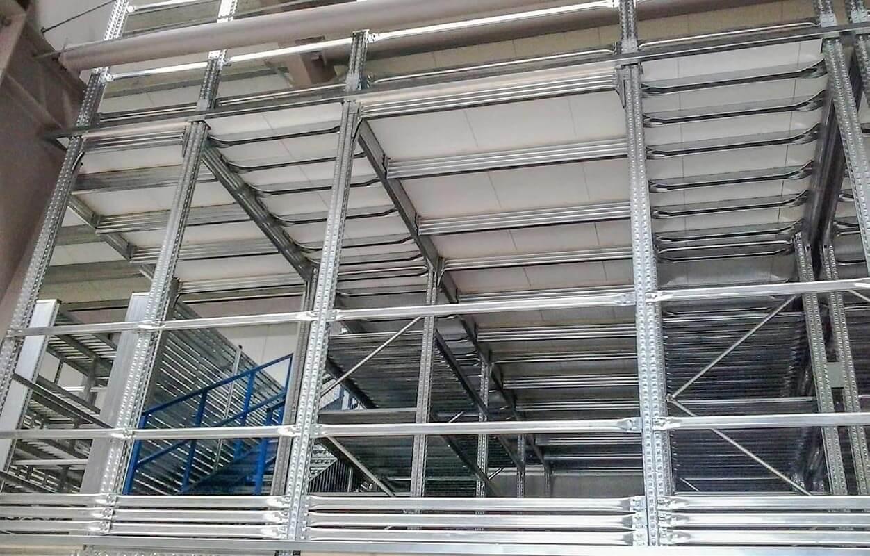 Soppalco industriale a due piani per stoccaggio materiali for Piani di progettazione di stoccaggio garage