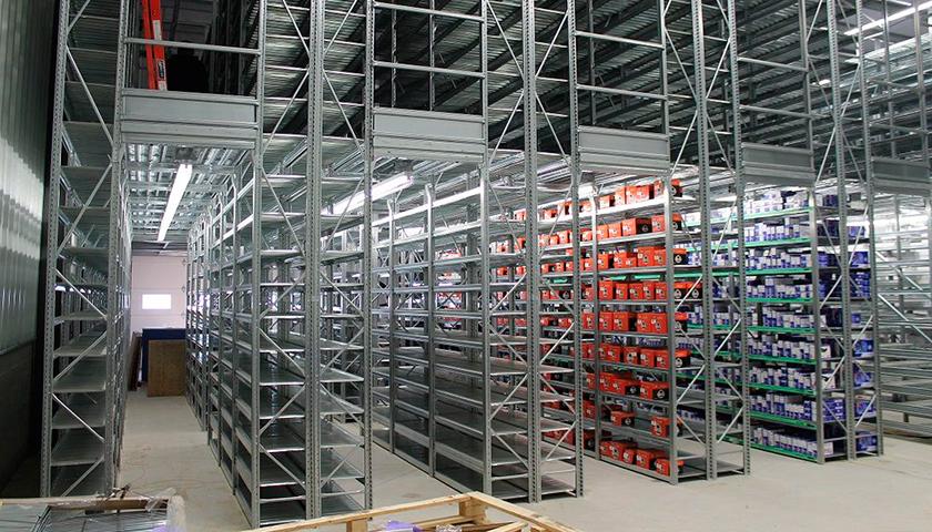 scaffali metallici magazzino ecommerce