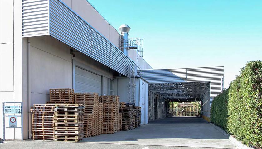 tettoia industriale con scaffali portapallet antisismici