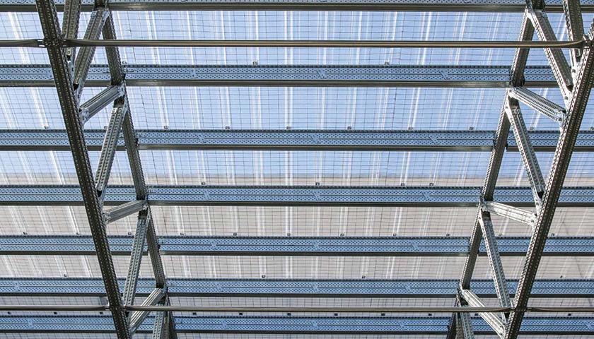 tettoia industriale con scaffalature portapallet antisismiche