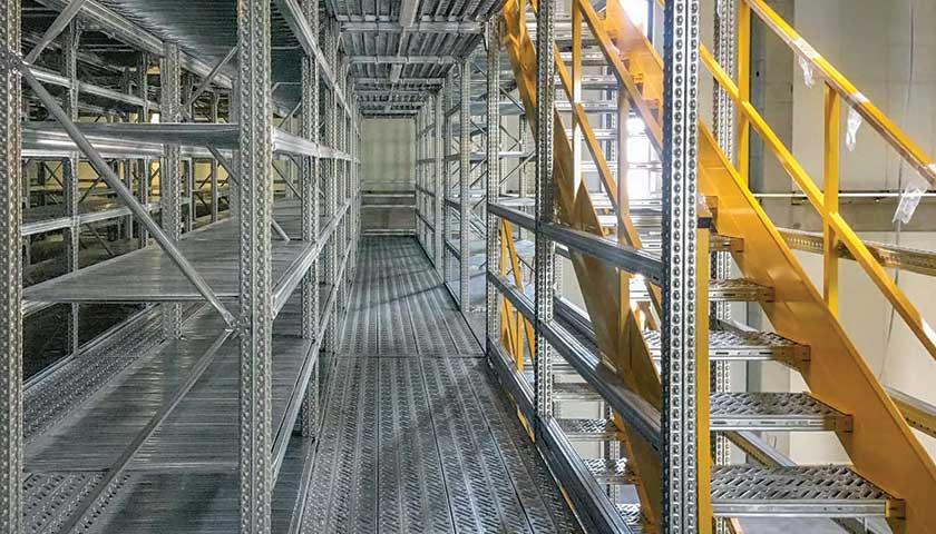 scaffali metallici per magazzino ricambi